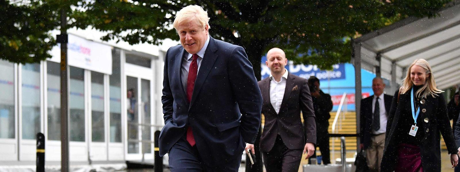 Boris Johnson meldet sich vor dem Parteitag der britischen Konservativen in Manchester in Interviews zu Wort.
