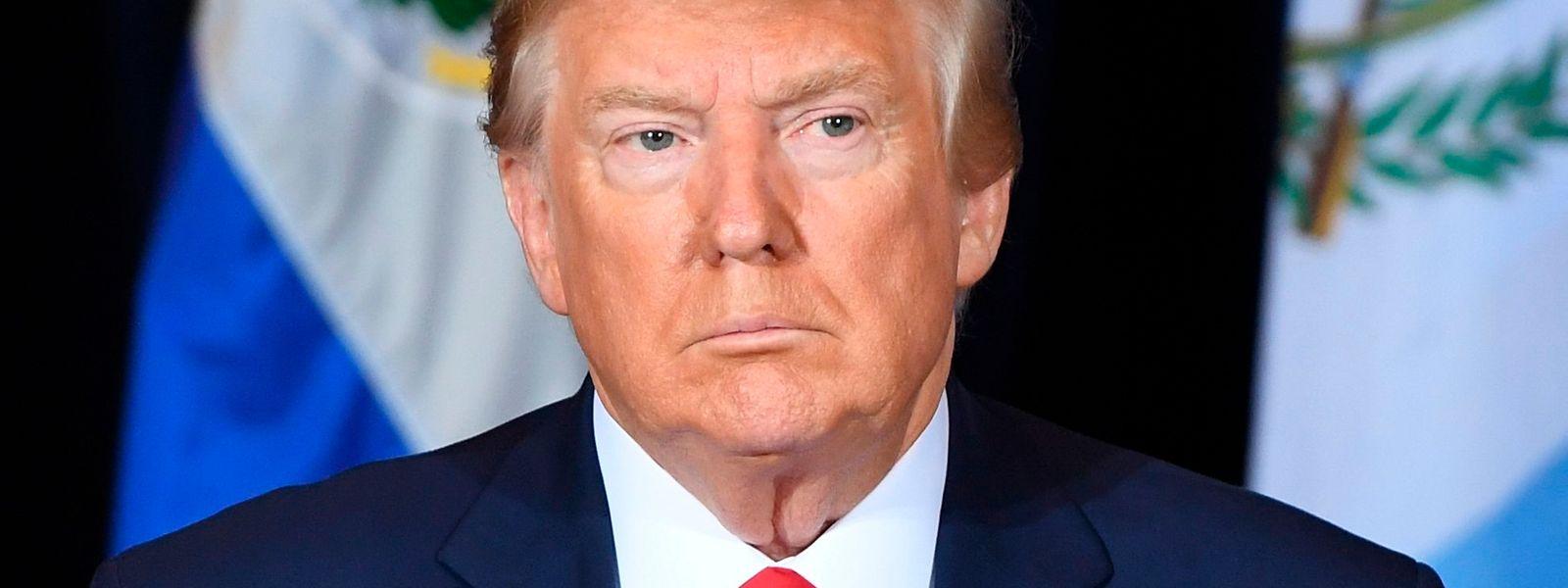 """Trump drohte dem Whistleblower in der Ukraine-Affäre mit """"großen Konsequenzen""""."""