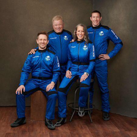 Gemeinsam Shatner flogen der frühere Nasa-Ingenieur Chris Boshuizen, der Unternehmer Glen de Vries und die stellvertretende Chefin von Blue Origin, Audrey Powers.