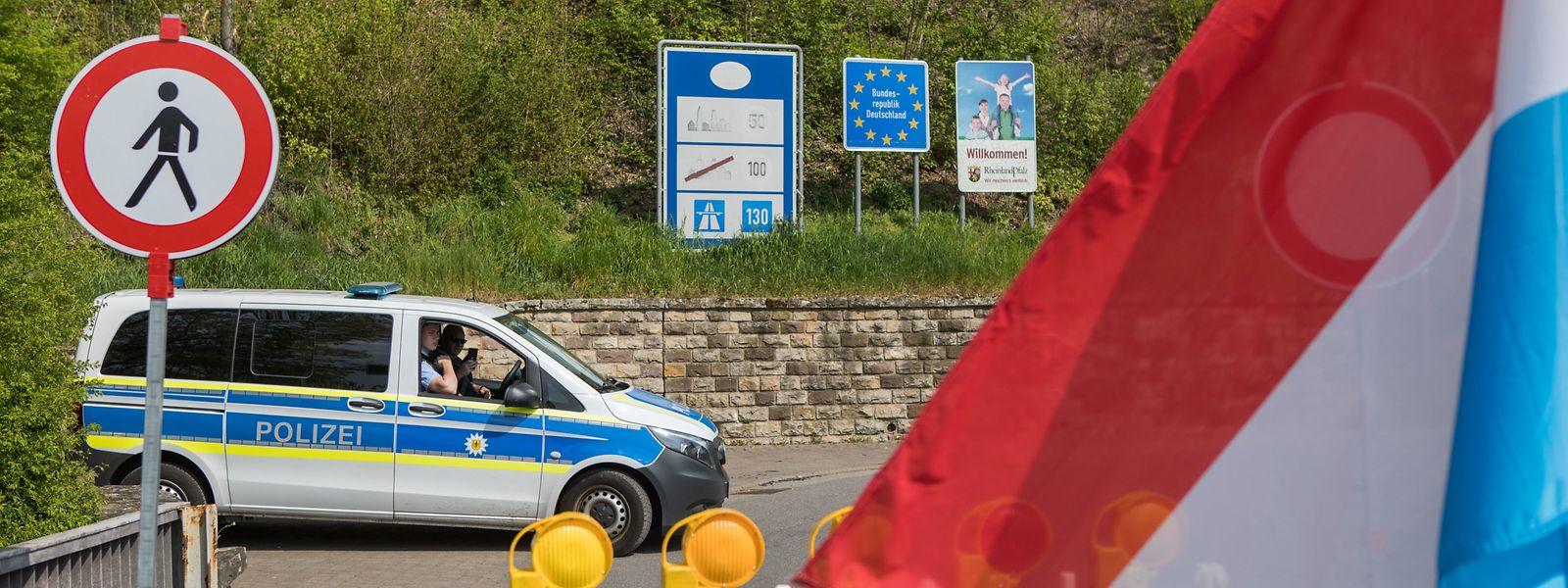 Protest an der Grenze zu Deutschland in Rosport.