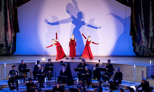 Extra dimensions to the emotional interpretation of the arias given by the dancers