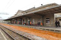 Das Ettelbrücker Bahnhofsgebäude wird einem fünfstöckigem Neubau weichen. / Foto: Arlette SCHMIT-THIERING