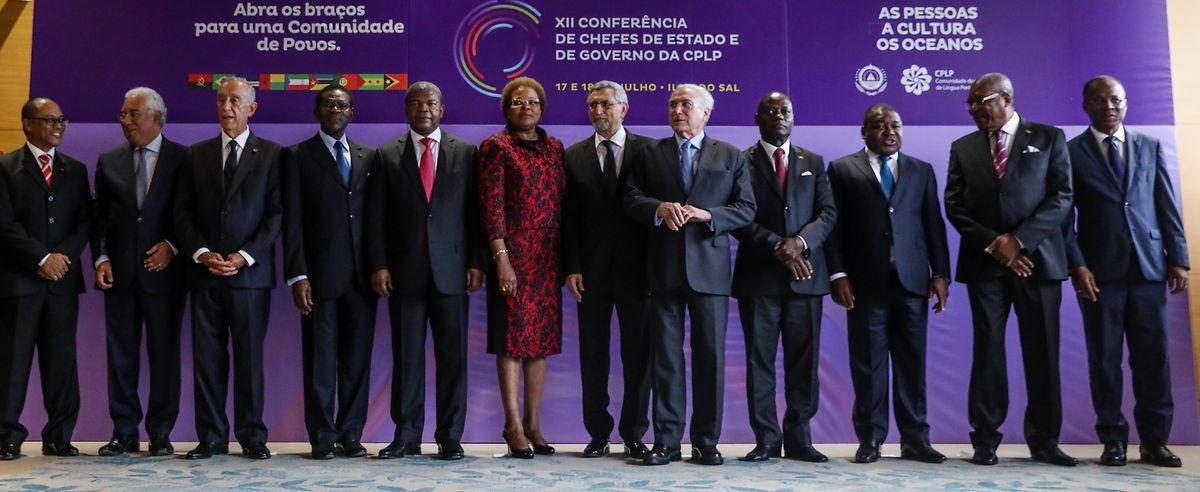 Os chefes de estado da Comunidade dos Países de Língua Portuguesa posam para a foto de família na sessão de abertura Cimeira da CPLP.