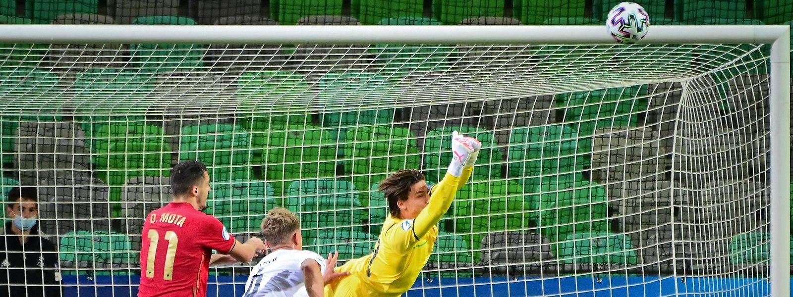 O luso-luxemburguês Dany Mota em ação no encontro com os Italianos, que deu a vitória às 'quinas'.