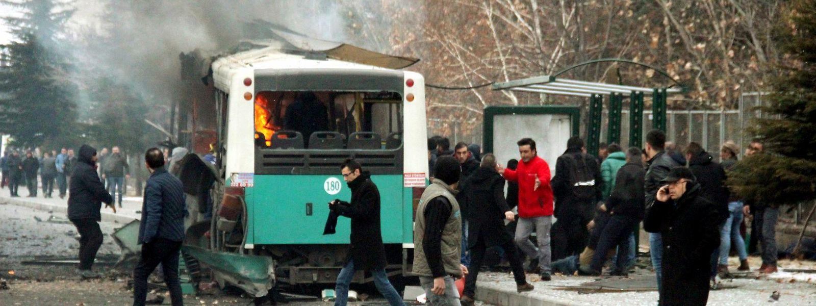 Au moins 13 soldats turcs ont été tués et 48 blessés dans l'attentat qui a visé un bus qui les transportait samedi matin à Kayseri.