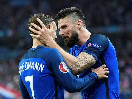 Antoine Griezmann and Olivier Giroud (R) will be part of the French team heading to Luxembourg on March 25, 2017.