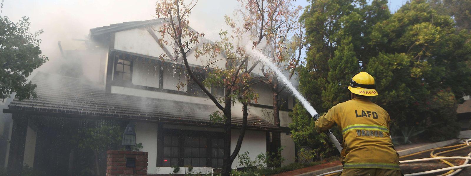 Mittlerweile ist auch das Nobelviertel Bel Air von den Waldbränden betroffen.