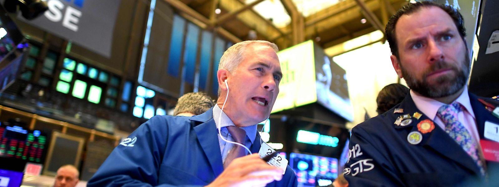 Gleich nach Handelsbeginn sackte an der Wall Street der Kurs in den Keller - die Börsenleitung zog die Notbremse.