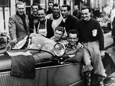 Das luxemburgische Team bei der Holland-Rundfahrt 1948: (stehend v.l.n.r.) Marcel Wang, Bim Diederich, Jean Goldschmit, Jean Kirchen, Mett Clemens, J. Igel; (sitzend v.l.n.r.) Willy Kemp, M. Poiré.