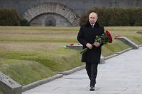 Russian President Vladimir Putin attends a wreath laying commemoration ceremony for the 75th anniversary since the Leningrad siege was lifted during the World War Two at the Boundary Stone monument, around 50 kilometers east of Saint Petersburg on January 18, 2020. - The Russian city of St. Petersburg, then called Leningrad, marked the 75th anniversary of the end of the devastating WWII siege by Nazi forces, lasted 872 days until the Soviet Army drove the Nazis away on January 27, 1944. (Photo by Alexei Danichev / Sputnik / AFP)