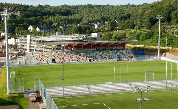 Das Stadion Oberkorn, in dem Differdingen 03 spielt, ist erst wenige Monate alt. Nach dem Willen von Bürgermeister Meisch soll es erweitert werden.