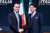 Giuseppe Conte (r.), hier mit Fünf-Sterne-Spitzenkandidat Luigi Di Maio, ist nur in Juristenkreisen bekannt.