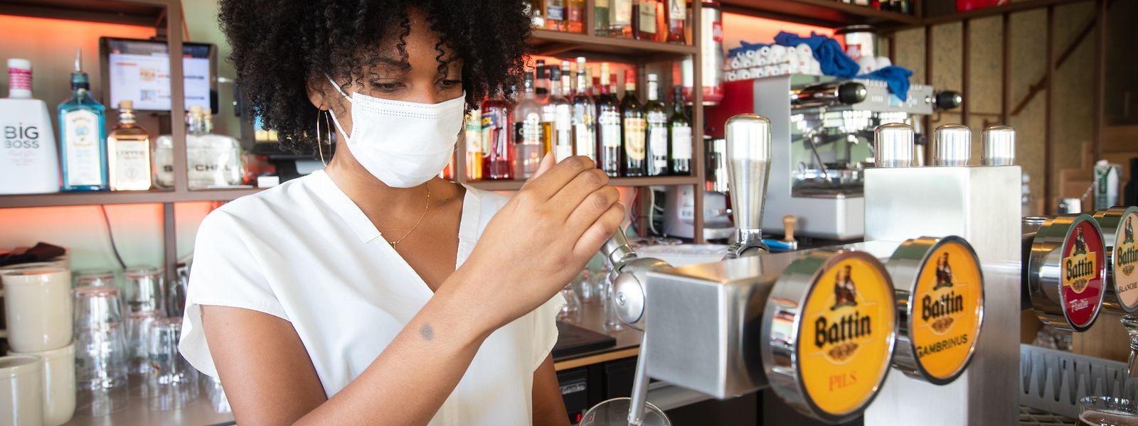 Dans les bars, les mesures sanitaires sont aussi au menu.