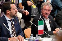 12.07.2018, Österreich, Innsbruck: Matteo Salvini, Innenminister von Italien, und Jean Asselborn, Innenminister von Luxemburg, nehmen an einer Pressekonferenz beim Treffen der Justiz- und Innenminister der EU teil. Der deutsche InnenministerSeehofer diskutiert erstmals im Kreise seiner EU-Kollegen über die europäische Asylpolitik. Am Rande des Treffens der EU-Innenminister in Innsbruck wird der CSU-Chef mit Ländern wie Griechenland außerdem die Möglichkeiten zur Rücknahme von Flüchtlingen ausloten. Foto: Barbara Gindl/APA/dpa +++ dpa-Bildfunk +++