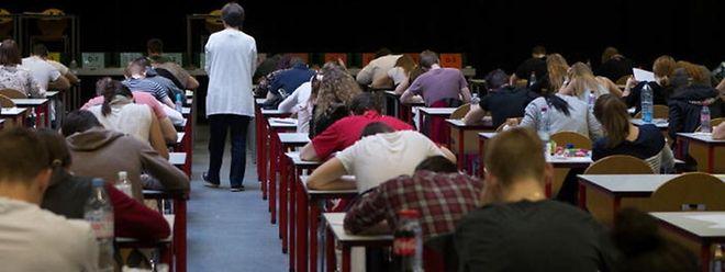 Das Bildungsministerium erweitert die Zugangsbestimmungen zum Examen-Concours im Secondaire, um mehr Kandidaten für die Lehrerausbildung zu rekrutieren.