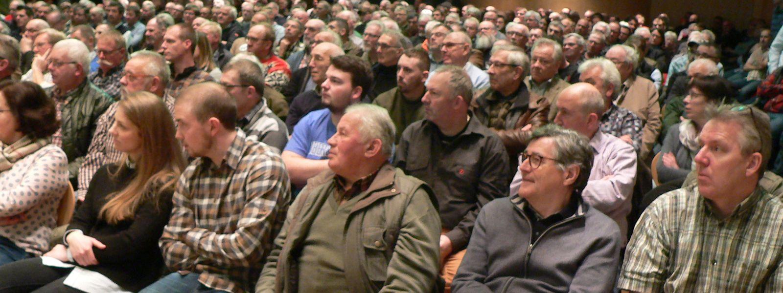 Mehr als 600 Jäger, Bauern und Grundeigentümer waren am Dienstagabend nach Mertzig gekommen, um den Forderungen der FSHCL zu lauschen und Nachdruck zu verleihen.
