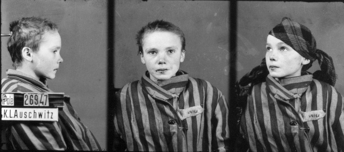 Die 14-jährige die 14-jährige Czesława Kwoka wurde am 12. März 1943 durch eine Phenolinjektion ins Herz in Auschwitz getötet wurde – die blutige Lippe verpasste ihr ein brutaler Lagerwächter kurz vor der Aufnahme. Sie kam - gläubige Katholikin -  mit der Mutter als politische Gefangene nach Auschwitz.
