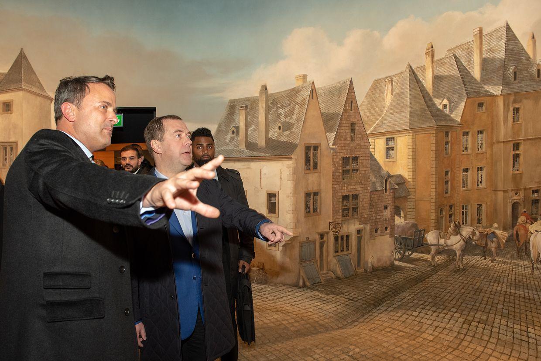 Dmitri Medwedew stattete dem City Museum einen Besuch ab, bevor es weiter zum Diner ging.