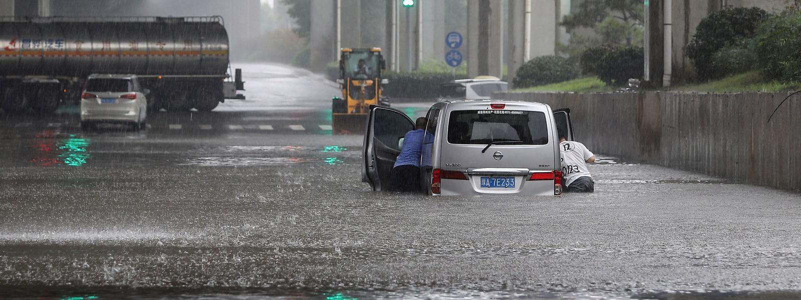Überschwemmungen in Zhengzhou in der chinesischen Provinz Henan.