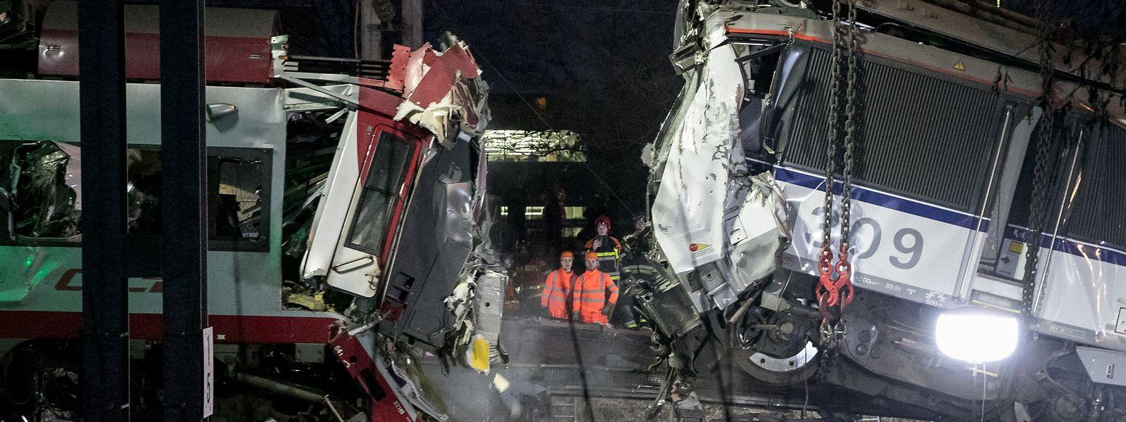 Am 14. Dezember 2017 kollidierten ein Güter- und ein Personenzug zwischen Bettemburg und Zoufftgen. Eine Person kam bei dem Unglück ums Leben. Das Bild zeigt die Aufräumarbeiten am Tag danach.