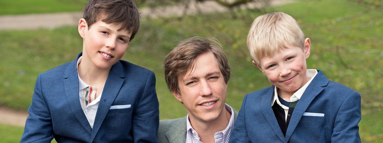 O Príncipe Louis (ao centro), ladeado pelos seus dois filhos: Gabriel (11.) e Noah (9).