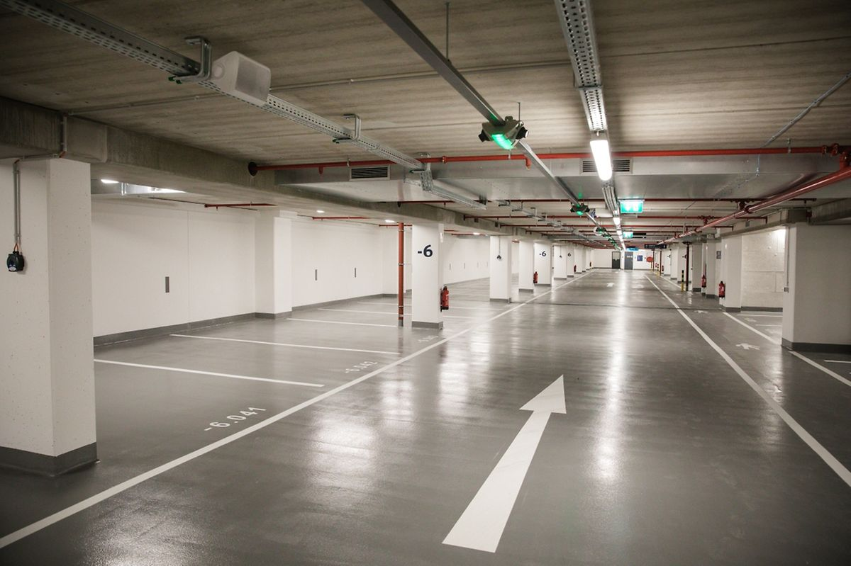 Mit 400 Stellplätzen für die breite Öffentlichkeit steigt die Gesamtzahl auf 3.400 im Stadtzentrum und auf 14.000 im Stadtgebiet Luxemburg.