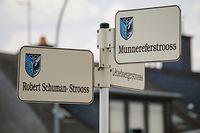 No município de Frisange, de um dia para o outro, as placas das ruas passaram a ter nomes em luxemburguês. A mudança aconteceu quando a autarquia era governada pelo partido nacionalista ADR.