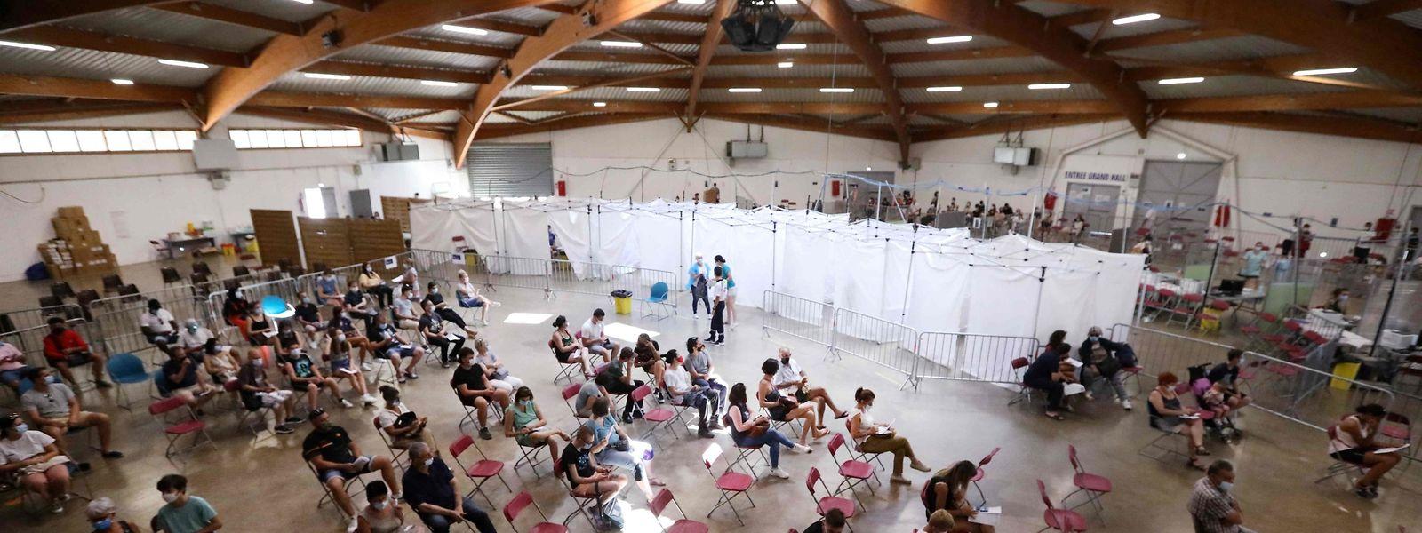 Ein Impfzentrum in Perpignan in Südfrankreich.