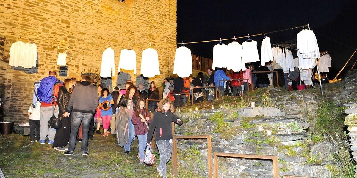 Zu der diesjährigen Legendennacht in Esch-Sauer hatten die Veranstalter in den kleinen Gassen bis hinauf zur Burg ein vielfältiges Abendprogramm geboten.