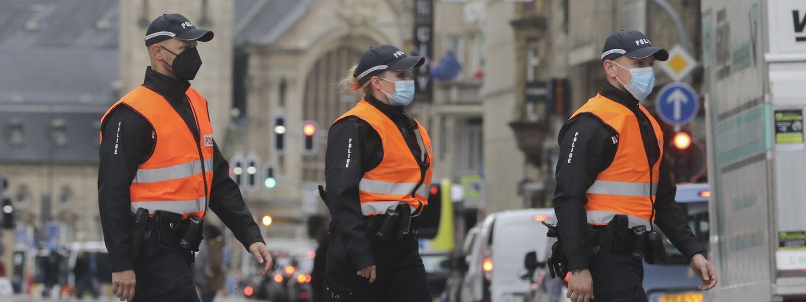 Fehlende sichtbare Polizeipräsenz trägt mitunter zu einem gewissen Unsicherheitsgefühl bei. Um dem entgegenzuwirken, sollen weit mehr neue Polizisten rekrutiert werden, als bislang geplant.
