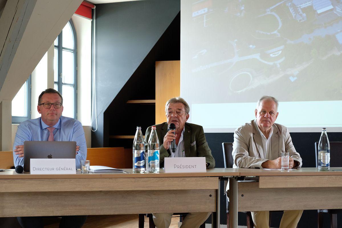 Pierre Plumer (à gauche), directeur des Thermes, et Paul Hammelmann (au centre), président, ont présenté un bilan annuel positif pour le troisième exercice consécutif.