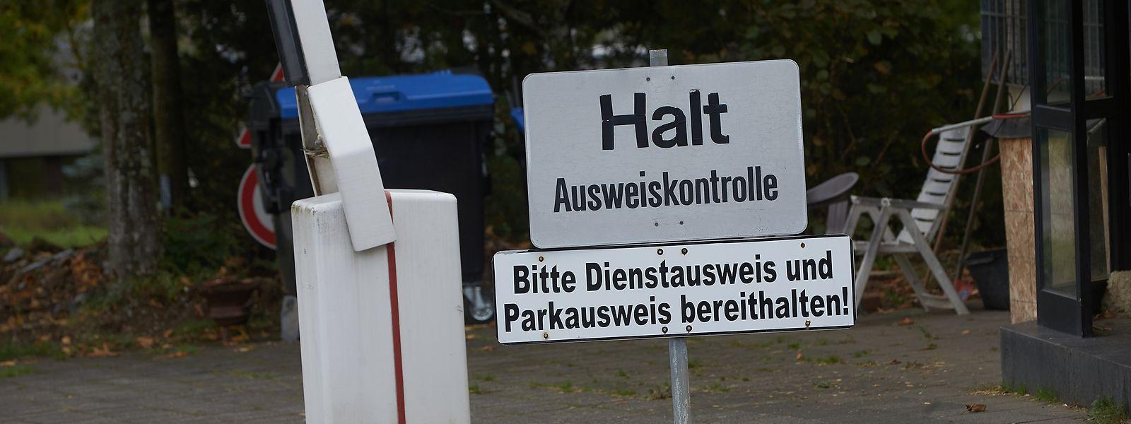 Ein altes Schild am Eingang des Areals, das von der Bundeswehr genutzt wurde.