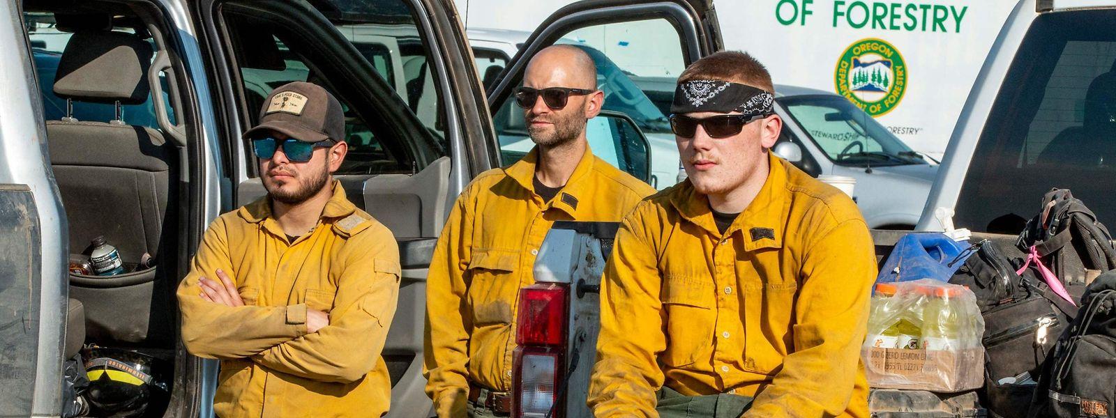 Au briefing du matin, force est de constater pour ces pompiers de l'Oregon que les flammes progressent encore.