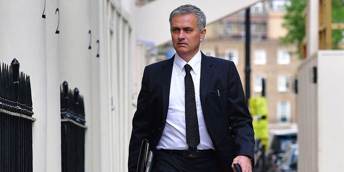 José Mourinho Mourinho terá a tarefa de recolocar o Manchester United na rota dos triunfos.