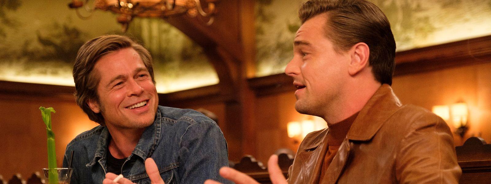 Die Chemie stimmt zwischen Rick (Leonardo DiCaprio, r.) und Cliff (Brad Pitt).