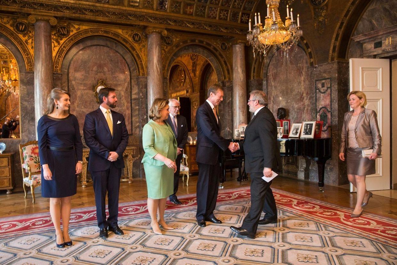 Parlamentspräsident Mars Di Bartolomeo betritt das Foyer.