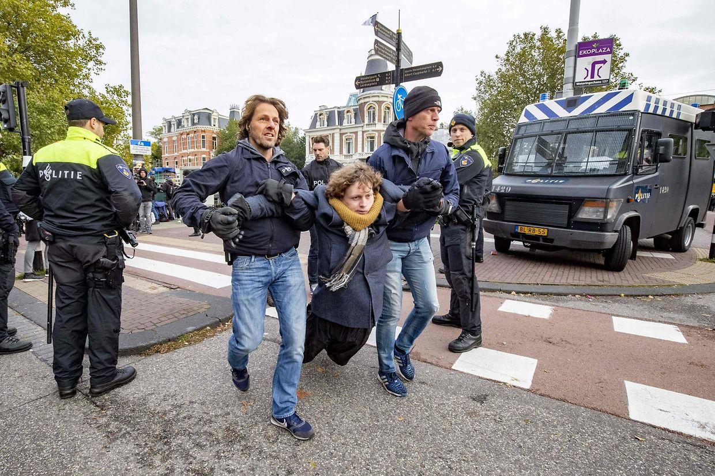 Auch in Amsterdam fasste die Polizei die Demonstranten nicht mit Samthandschuhen an.