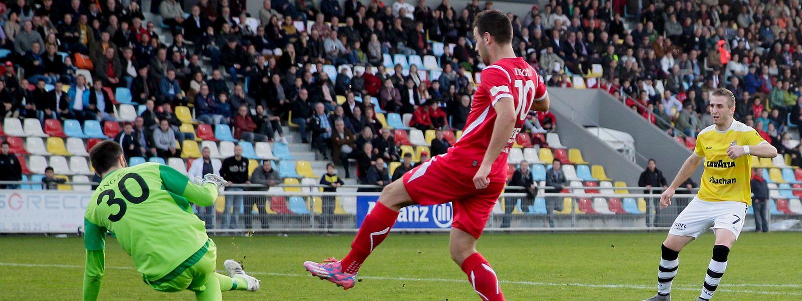 Zwei Treffer durch F91-Stürmer Sanel Ibrahimovic (r.) reichten nicht zum Sieg.
