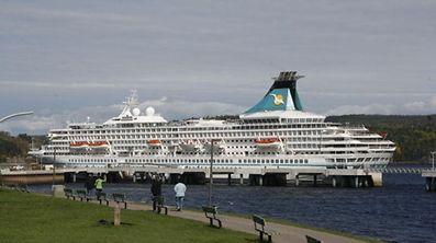 MS Artania an der Anlegestelle Saguenay im gleichnamigen Fjord. (FOTO: JEAN-PIERRE ANTONY)