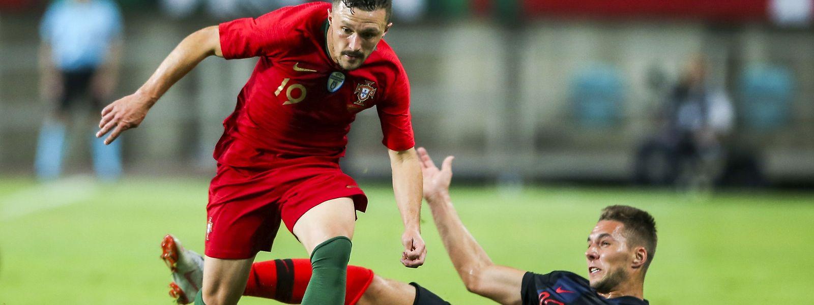 O defesa Mário Rui numa fase de ataque da equipa portuguesa.
