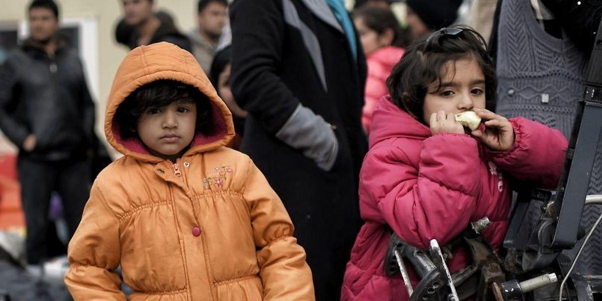 Flüchtlingskinder in Griechenland: Immer noch versuchen zig-tausende Menschen über die so genannte Balkan-Route in die EU zu kommen.