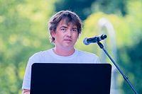 01.08.2020, Berlin: Michael Ballweg, Initiator der Initiative «Querdenken 711», spricht auf der Kundgebung gegen die Corona-Beschränkungen auf der Straße des 17. Juni. Zu der Demonstration gegen Corona-Maßnahmen hat die Initiative «Querdenken 711» aufgerufen. Das Motto der Demonstration lautet «Das Ende der Pandemie - Tag der Freiheit». Foto: Christoph Soeder/dpa +++ dpa-Bildfunk +++