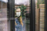 Von Isolation spricht man, wenn eine Person nachweislich mit dem Corona-Virus infiziert ist. Dann gilt es, sich auch in den eigenen vier Wänden von anderen Personen zu isolieren