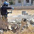 Ein UN-Inspekteur sucht nahe der syrischen Hauptstadt Damaskus nach Giftgasspuren.