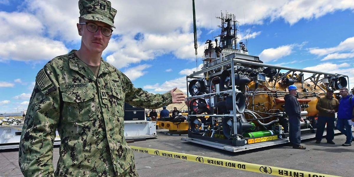Ein Rettungs-U-Boot der US Navy steht bereit.