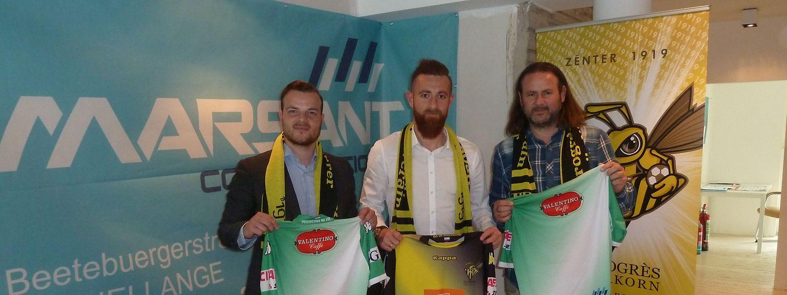 Alexandre Karapetian (au centre, à la gauche de Thomas Gilgemann) a signé un contrat de deux ans plus une saison avec option au Progrès