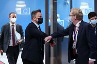 Luxembourg's Prime Minister Xavier Bettel (C) greets officials as he arrives on the second day of a European Union (EU) summit at The European Council Building in Brussels on June 25, 2021. - . (Photo by Aris Oikonomou / various sources / AFP)
