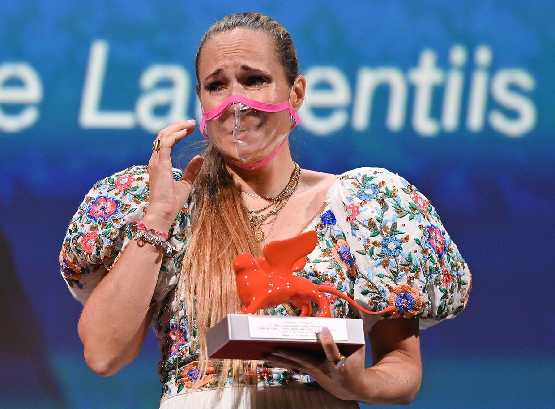 Ana Rocha, duplamente premiada no festival de Veneza, pela sua primeira longa-metragem, 'Listen'. O filme é protagonizado por Lúcia Moniz.
