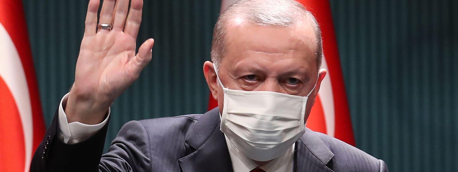 """Staatschef Erdogan begründet das neue Gesetz: """"Diese Kanäle, in denen es von Lügen, Beleidigungen, Angriffen auf das Persönlichkeitsrecht und Rufmorden wimmelt, müssen reguliert werden."""""""