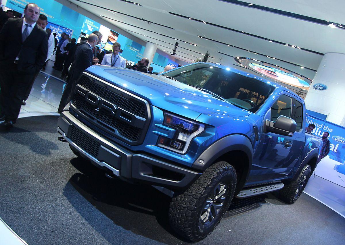 Ein Laster als Leistungsträger: Fords neuer F-150 Raptorfährt mit einem V6-Turbomotor, der stärker sein soll als der V8 des Vorgängermodells - Gerüchten nach sollen es über 368 kW/500 PSsein, eine Herstellerangabe gibt es noch nicht.